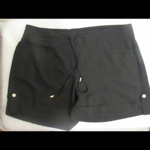 Cache shorts 3 for 30$